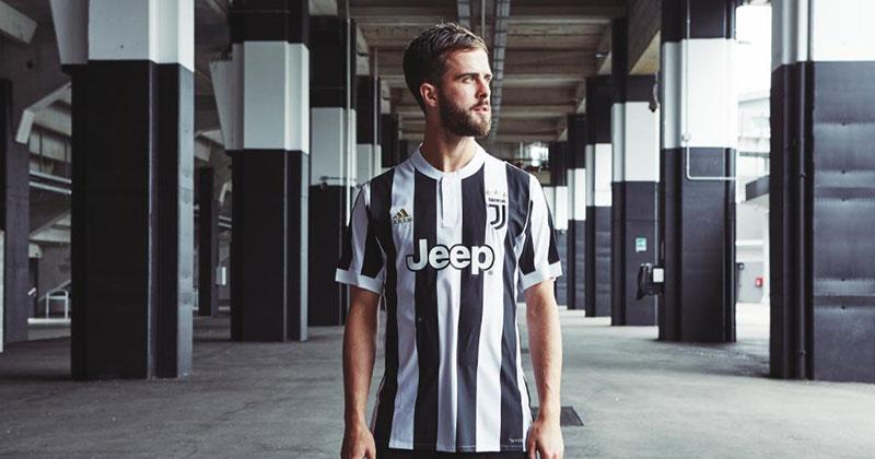 Image of Juventus 2017/18 home kit