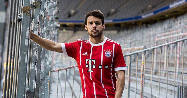 Image of the new Bayern Munich 17-18 Home Kit