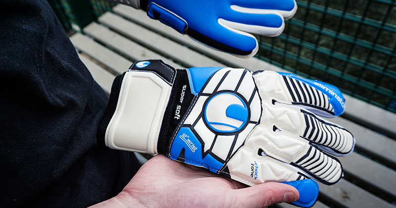 How to Pick the Right Goalkeeper Gloves [Guide]