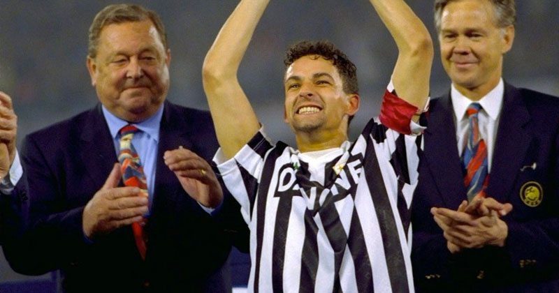 Roberto-Baggio-winning-the-UEFA-cup