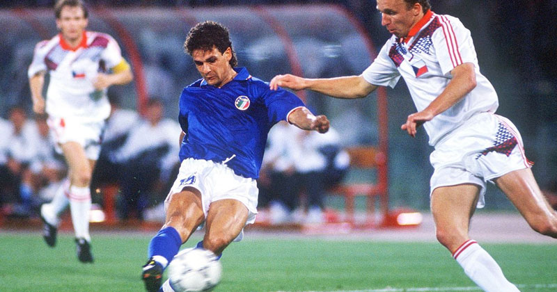 Roberto-Baggio-with-Italy