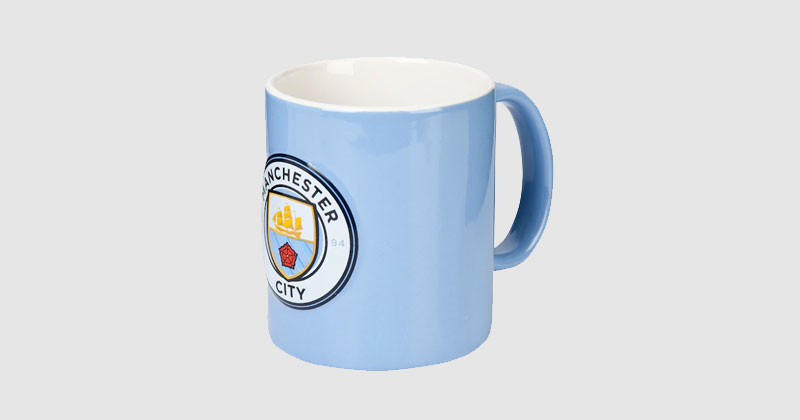 blue mug featuring the manchester city crest