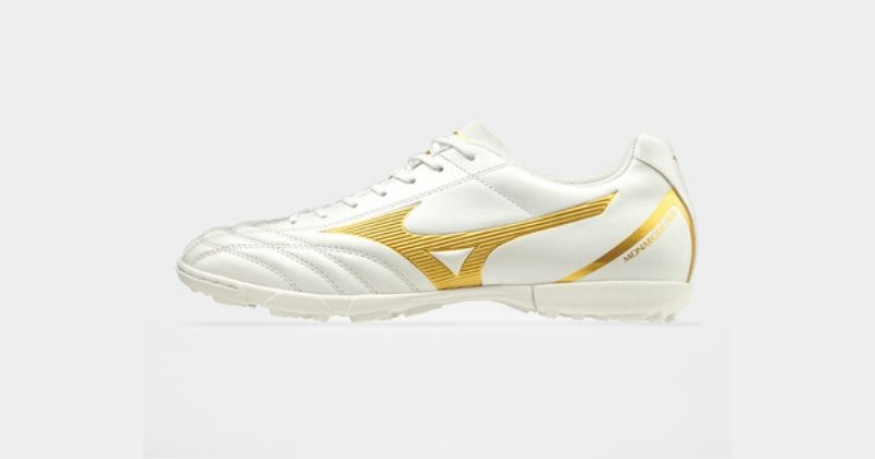 white and gold indoor mizuno morelia football trainers