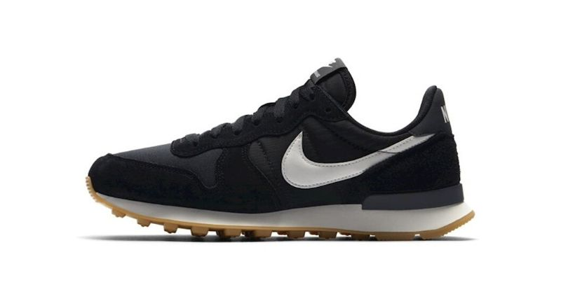 Nike Internationalist womens trainer in black with white sole and white swoosh